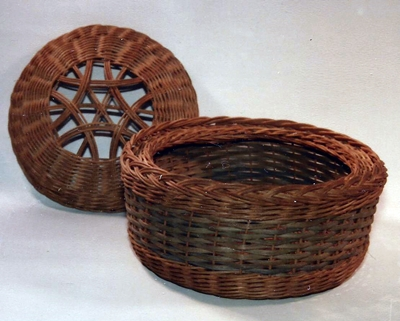 Lidded Sewing Basket with a Re-woven Border Basket Pattern