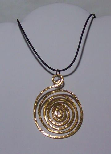 Single Swirl Pendant Necklace